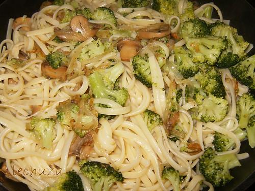 Tallarines con brecol y champis-añadir pasta