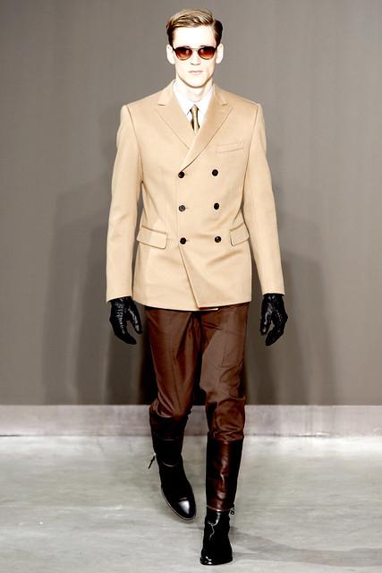 Bastiaan Ninaber3261_FW10_Paris_Louis Vuitton(VOGUEcom)