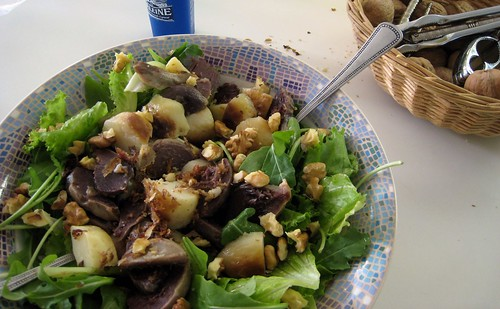 Gesier salad with potatoes and nuts