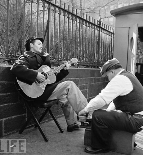 Woody Guthrie in New York, 1943