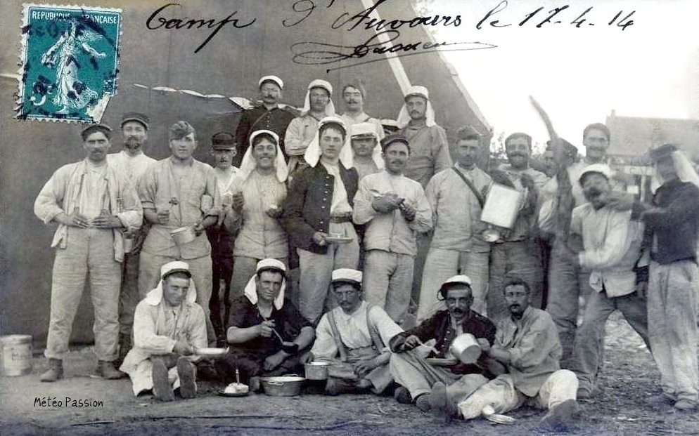 insouciance et camaraderie au camp militaire d'Auvours dans le soleil et la douceur du 17 avril 1914