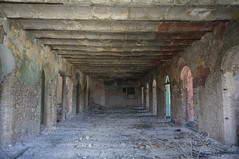 Inside the ruins of a landmark. Hotel Cosmopolita in Camajuaní - SOON TO BE COMPLETELY RE CONSTRUCTED! (lezumbalaberenjena) Tags: camajuani camajuaní cuba villas villa clara 2017 hotel cosmopolita lezumbalaberenjena