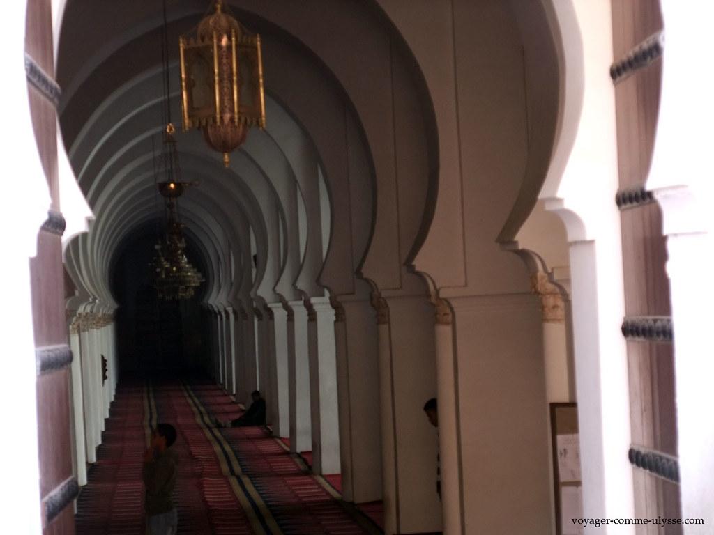 Intérieur de la Koutoubia, merci la porte ouverte