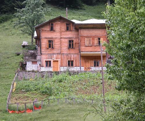 Ayder, maison de bois avec jardin