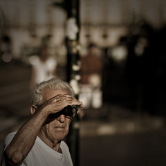 (paolomezzera) Tags: street old portrait sun man torino candid streetphotography sole cinematic ritratto takecare piazzacastello handlewithcare anziano canonef85mmf18 paulmezzer theauthorsplaza authorsclub