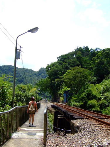 走著走著,就遇到這個騰空的鐵道