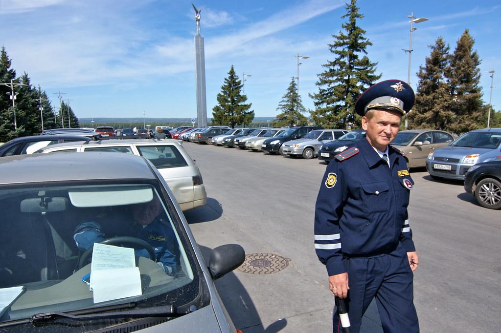 Инспекторы ГИБДД на Самарской площади