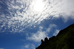 秋の雲とマネキ岩