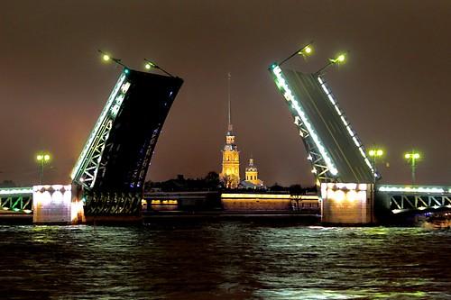 Чугун решеток, шпили и мосты…