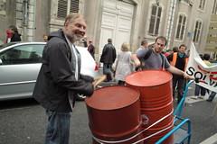les bidons de la manif (alainalele) Tags: internet creative 7 commons nancy bienvenue septembre licence 2010 manifestations presse bloggeur retraites paternit