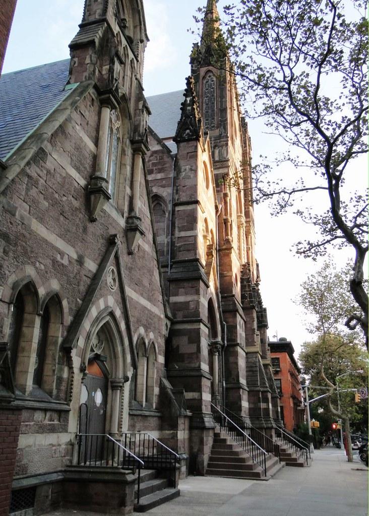 3-71-4 september 2010 147 Collegiate_church