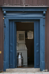 The milkman doesn't have to ring at all (paral_lax <)><) Tags: door blue blauw open entrance ingang deur melkbus milkcan