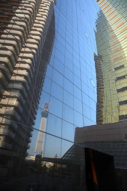ビル間の新タワー