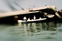 Crash (Liz Krause) Tags: lensbaby mar canal barco santos navio desastre ancoradouro coliso lizkrause