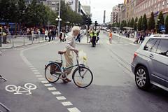 Walking with bike (Fredrik Forsberg) Tags: street bike beard traffic sweden stockholm oldman professor manuallens cosinavoigtlnder40mmultronsl2