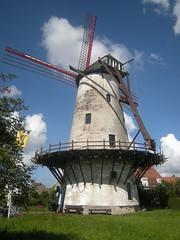 Vanbutselesmolen, Wevelgem (Erf-goed.be) Tags: geotagged westvlaanderen wevelgem molen windmolen archeonet geo:lat=508217 vanbutselesmolen geo:lon=31895