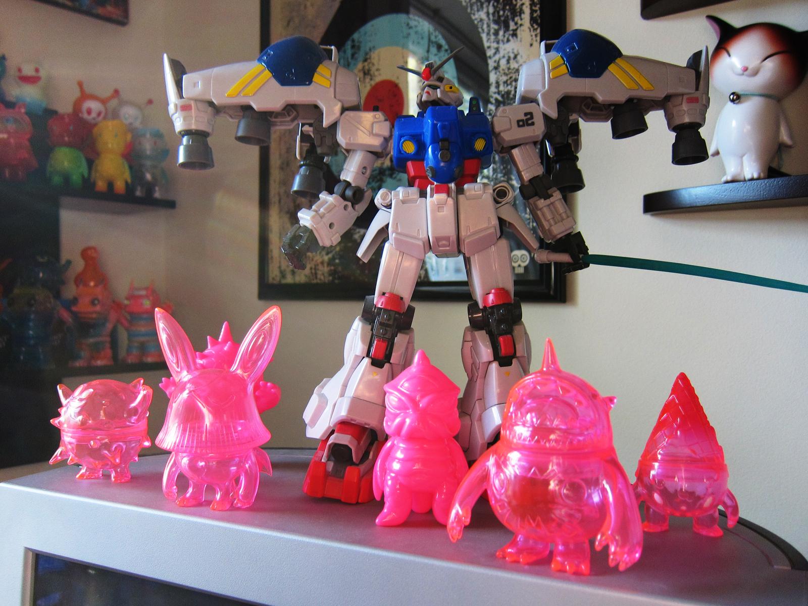 Monitor Gundam & Monsters