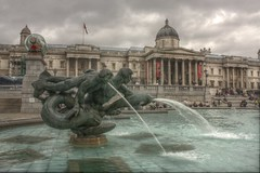 Fountain in Trafalgar Square (juampatronics) Tags: uk england london fountain interesting fuente trafalgarsquare londres myfavs reinounido brunne flickraward flickraward5 juampatronics