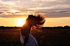 (Naike Tyler) Tags: flowers portrait italy woman donna nikon italia tramonto estate cielo dettagli fiori fiore ritratto amore luce paesaggio umbria controluce ragazza libert capelli orizzonte giocare felicit giovinezza femminilit