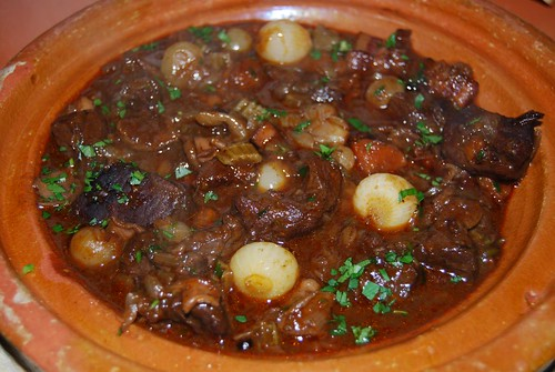 stoofpot van hertenvlees met zilveruitjes