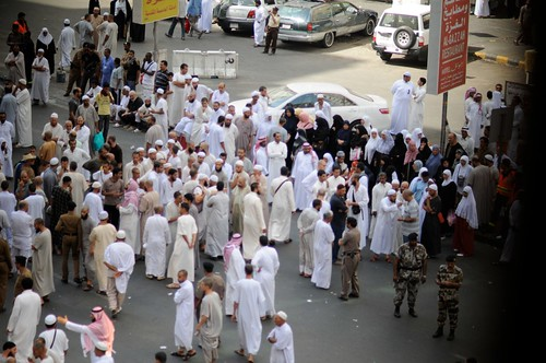 Ghazzah, Makkah - seorang budak perempuan Algeria disyaki dibunuh di sebuah hotel di sekitar Ghazzah pagi tadi. Berikutan itu, jemaah dari Algeria telah membuat tunjuk perasaan tanda protes di jalanraya bagi menuntut keadilan.