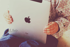 (- M7D . S h R a T y) Tags: she baby cute kid all touch babe screen touchscreen 2010 appple ipad wordsbyme allrightsreserved