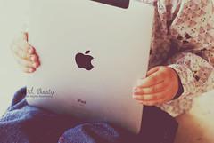 (- M7D . S h R a T y) Tags: she baby cute kid all touch babe screen touchscreen 2010 appple ipad wordsbyme allrightsreserved™