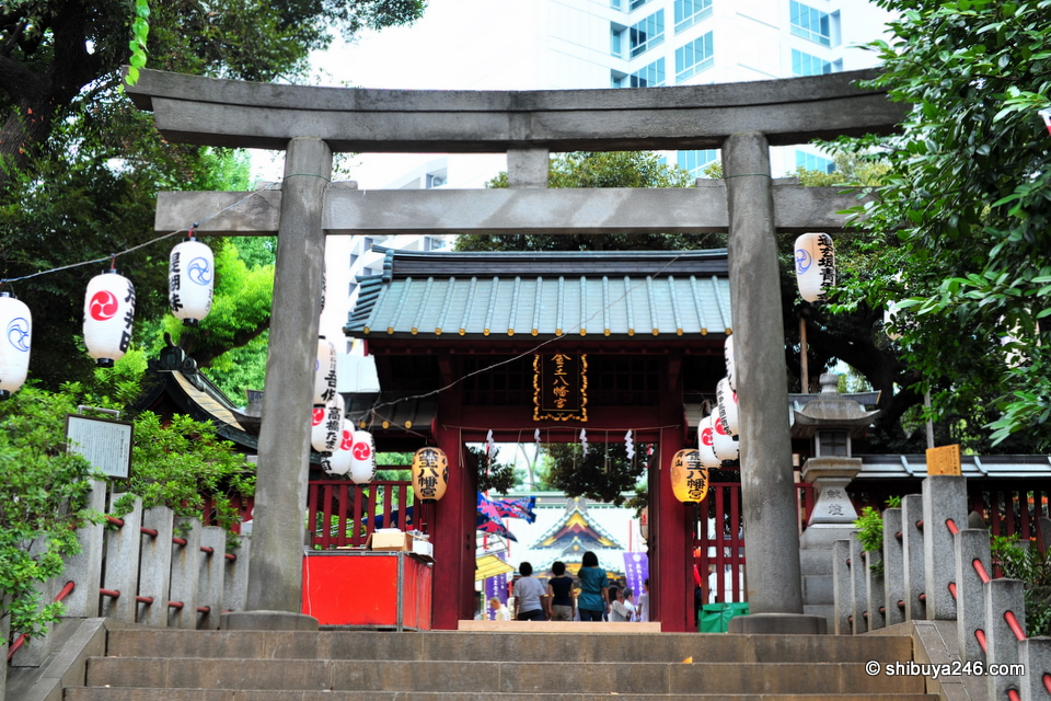 The entrance way to Konnou Hachimangu