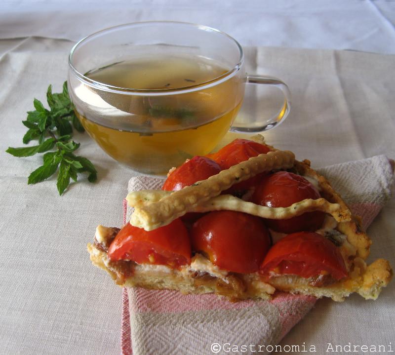 Tè verde alla menta e Frolla al basilico con ricotta, pomodorini e uvetta
