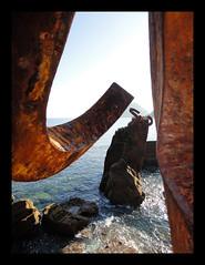 Mar, rocas y arte (Asturtom) Tags: sea sculpture espaa art mar spain rocks arte esculturas oxido escultura sansebastian espagne sculptures euskadi rocas paisvasco chillida spanien donostia elpeinedelviento ltytrx5 ltytr2 ltytr1