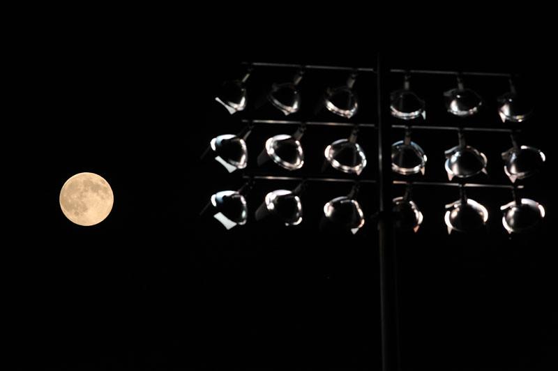 092210_Moon_02b