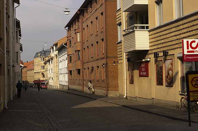 256 Nu Husargatan