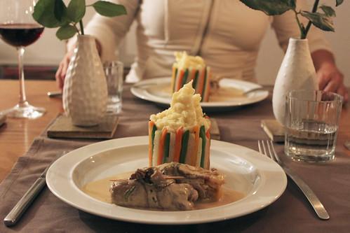 Fleischvogel mit Kartoffelstock in Gemüsechartreuse