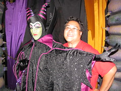Maleficent at the Disney Villains Meet-And-Greet at Mickey's Halloween Party (Loren Javier) Tags: california halloween me disneyland disney anaheim sleepingbeauty fantasyland maleficent disneylandresort disneycharacters disneyvillains halloweentime disneylandcastmembers mickeyshalloweenparty lorenjavier itsasmallworldpromenade disneyvillainsmeetandgreet