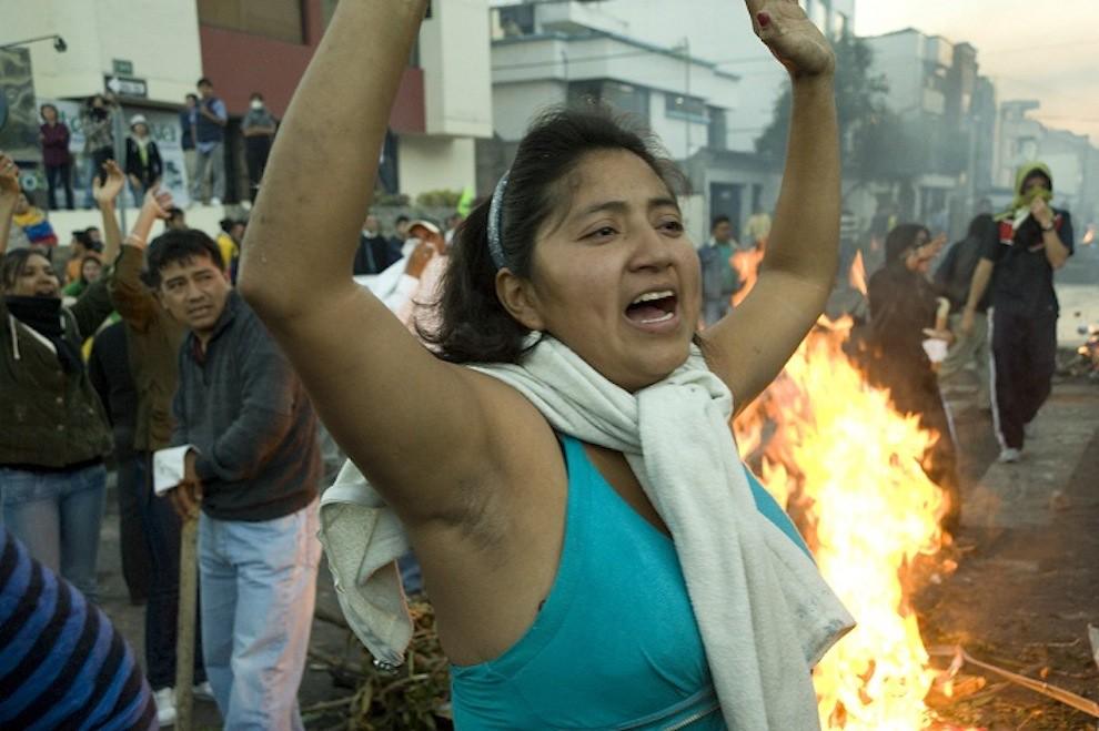 Police rebellion in Ecuador, woman demonstrator