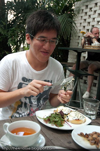 eM by the River - Liang Wei and Eggs Florentine