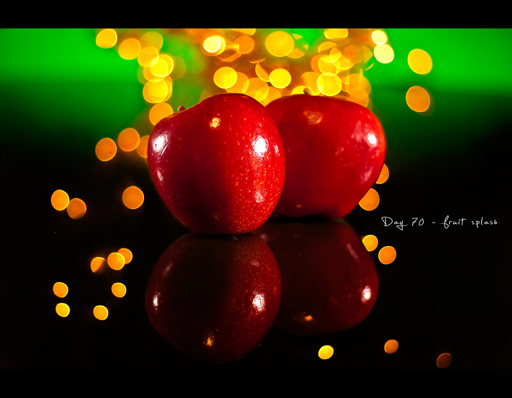 Day 70, Project 365, 070/365, Strobist, Bokeh, ourdailychallenge, project365, fruit, healthy, splash, green, red, apples, reflection, flash, strobe, colour, color, shine,