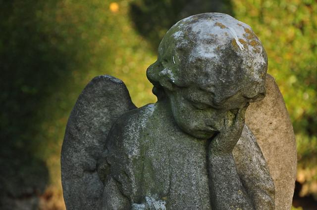 statueatgraveyard
