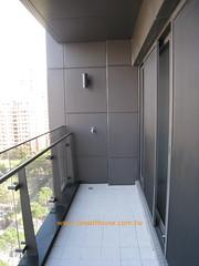 四季天韻:玻璃帷幕外牆與陽台
