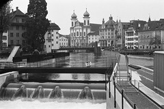 new part (The Cassandra Project) Tags: bw film water monochrome 35mm vintage river schweiz switzerland suiza swiss luzern diafine sw expired svizzera lucerne vierwaldstttersee weir wehr nikonf90x lakelucerne reuss sveitsi 50mmprime nadelwehr kleinbild wehranlage fujineopanprofessional400 reusswehr nikkorais50mm