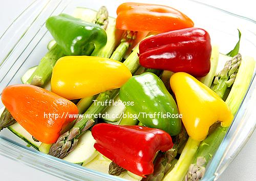 甜椒。蘆筍。節瓜。松子-101018