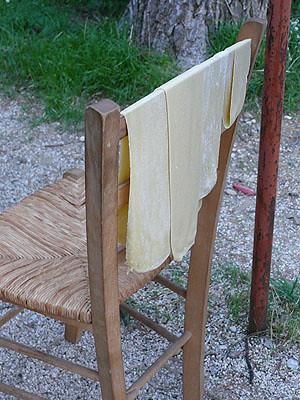pâets sur chaise.jpg
