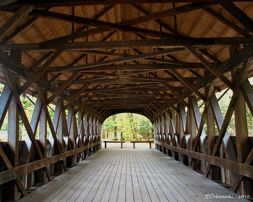 Inside view of the Artist's Bridge