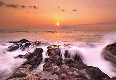 Sunset Pererenan Beach (Dyahniar Labenski) Tags: sunset bali beach nikon d90 1024mm pererenan seasceape