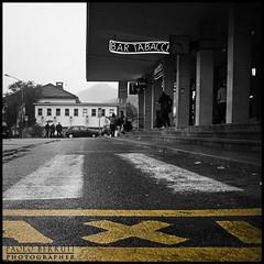 0026 Grand central station Como (Misterpabe) Tags: como bar taxi giallo stazione bianconero