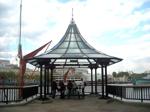 London Bridge City Pier, Inglaterra