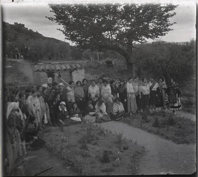 Celebración en un cigarral (Problablemente el del Doctor Marañón) en los años 20. Fotografía de Ángel del Campo Cerdán
