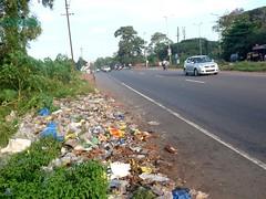 Bambolim NH17 near GMC Hospital (joegoauk33) Tags: road garbage highway goa rubbish household stinks bambolim joegoauk nh17