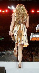 joss stone (all female barefoot musicians) Tags: feet nude stage nackt barefoot fsse bhne barfuss sngerin