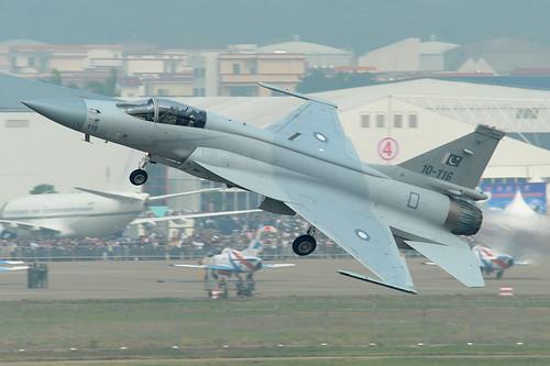 [フリー画像] 乗り物, 航空機, 戦闘機, FC-1 梟龍・JF-17 サンダー, パキスタン軍, 201012032300
